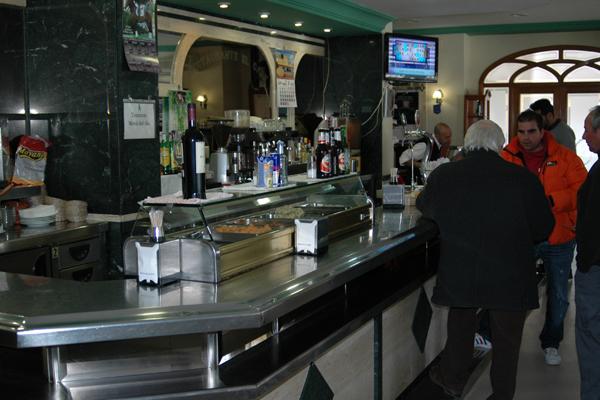 http://www.elcary.com/restaurante//imagenes_photobox//BARRA1.png