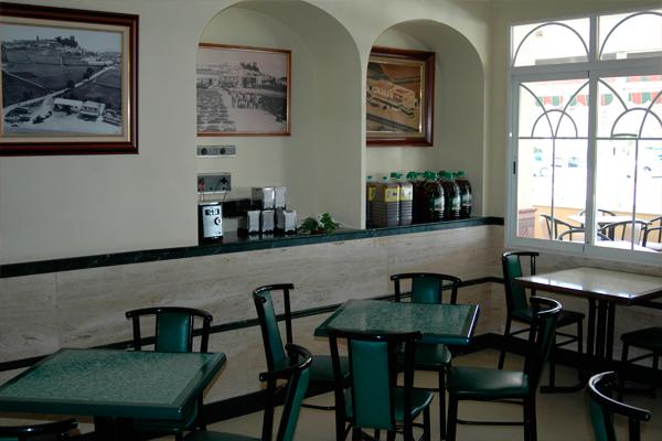 http://www.elcary.com/restaurante//imagenes_photobox//DESAYUNO2.png