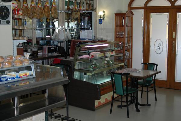 http://www.elcary.com/restaurante//imagenes_photobox//JAMONES2.png