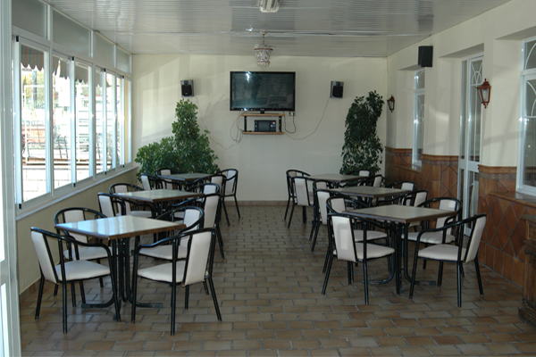 http://www.elcary.com/restaurante//imagenes_photobox//TERRAZA10.png