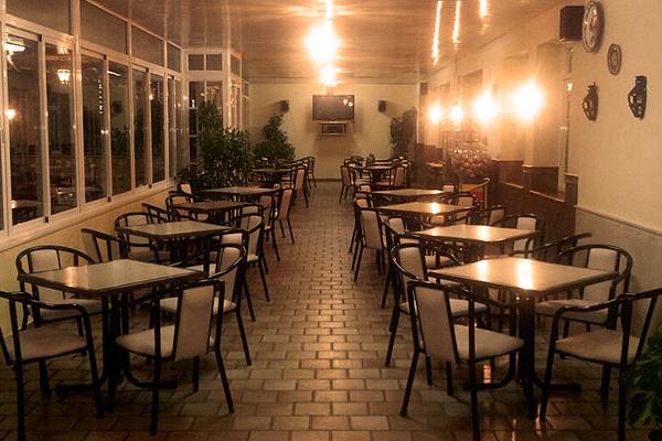 http://www.elcary.com/restaurante//imagenes_photobox//TERRAZA2.png
